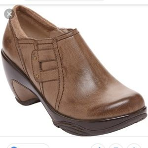J41 Stockton booties padded insole size 6